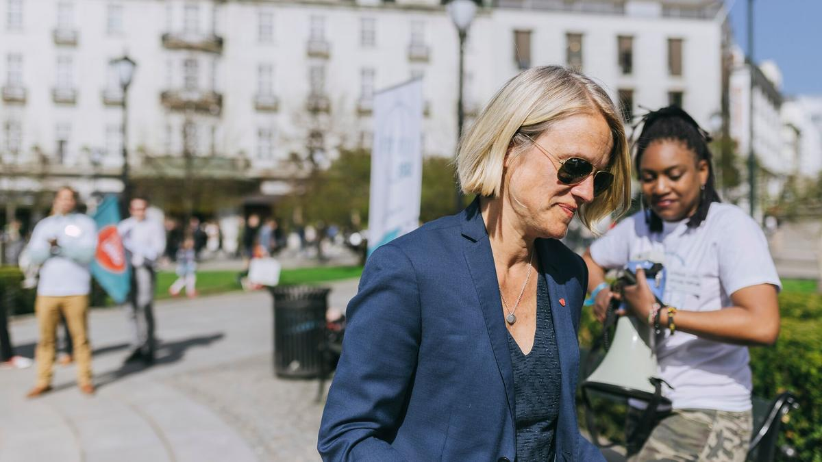 Nina Sandberg of the Labour party promised to question education minister Iselin Nybø about the economic requirements.